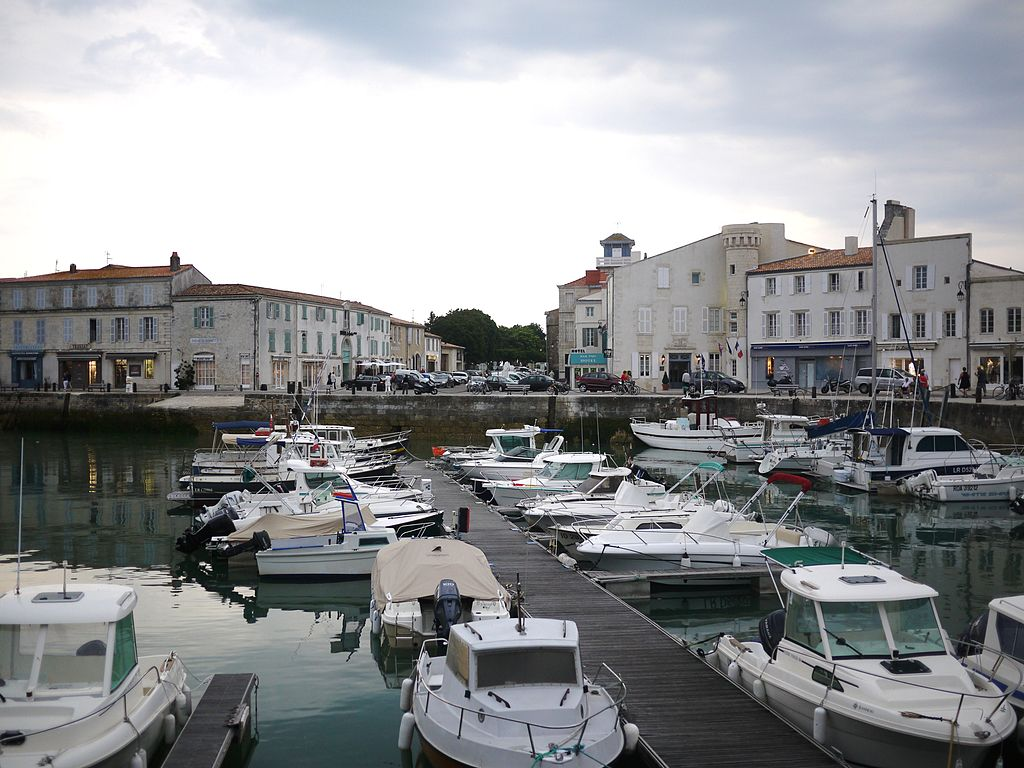 Bassin d' échouage du port de Saint-Martin-de-Ré.JPG