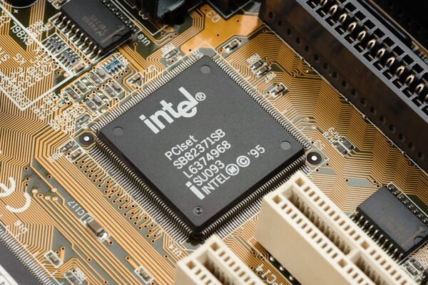 En intégrant une technologie d'écoute permanente à ses processeurs, Intel va permettre aux fabricants de smartphones, de tablettes et d'ordinateurs utilisant ses puces de proposer des fonctions de reconnaissance vocale. © NorGal, Shutterstock