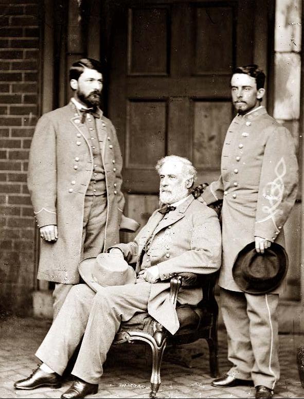 Robert E. Lee entre son fils et son aide de camp Taylor, le 16 avril 1865 à Richmond (Virginie)