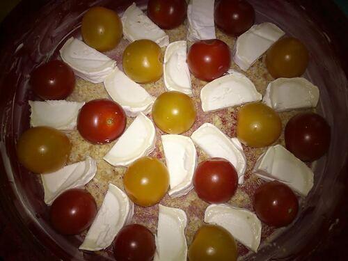 Un petit clafoutis salé toamtes cerises et fromage de chèvre (de Mimi)