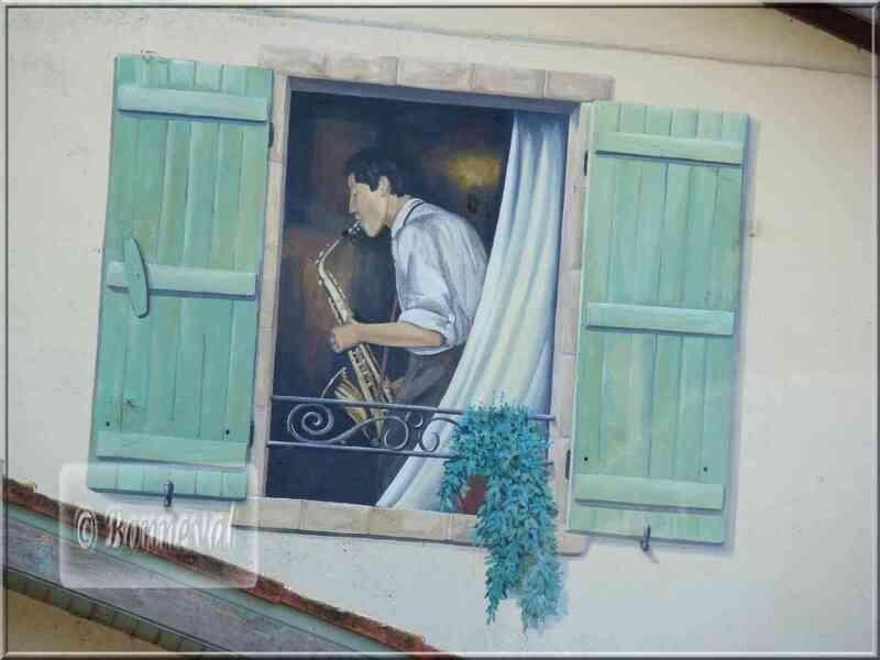 * Gers * trompe l'oeil sur une maison à Marciac