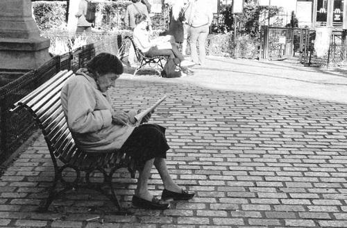 07 - Les dames et le journal