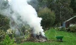 Peut-on brûler ses déchets dans son jardin?