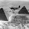 Survol des pyramides en 1944