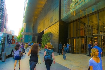 ny_columbus_circle_time_warner_center_people_05_558