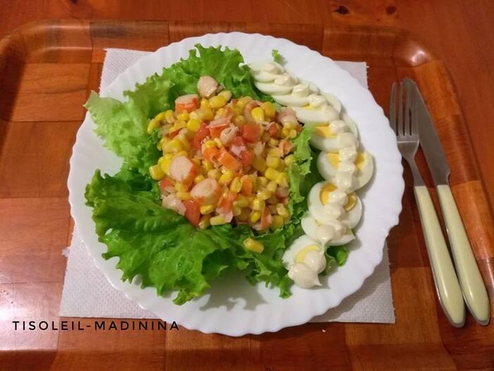 Salade de surimi sur son lit de laitue