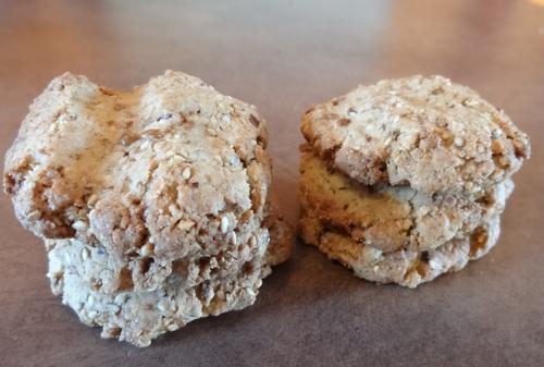 Biscuits végétaliens sans gluten au sésame, riches en omégas