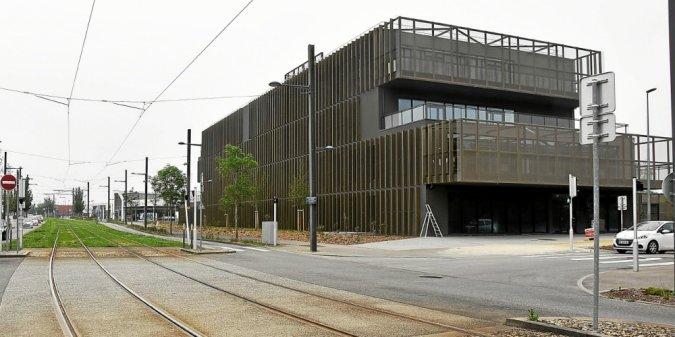 À Brest, le nouveau bâtiment Orange se situe dans la zone de l'Hermitage, à l'angle de la rue de Gouesnou et de la rue Gaston Esnault).