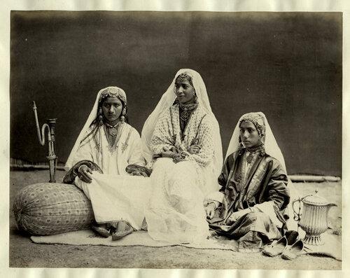 15. Dans les Himalayas rassemblement des Maîtres