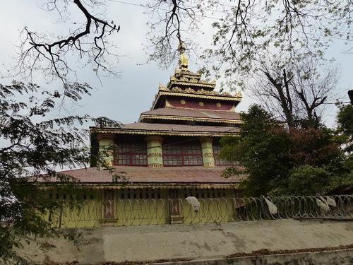 le pont d'U Bein construit en teck sur le lac Taungthaman, à Amarapura