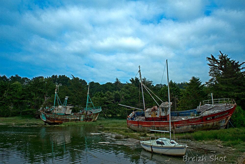 Etreom et Kaklinka - cimetière à bateaux le Diben