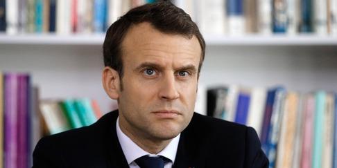 Jean-Pierre Pernaut interviewe Emmanuel Macron à l'ecole de Berd'huis