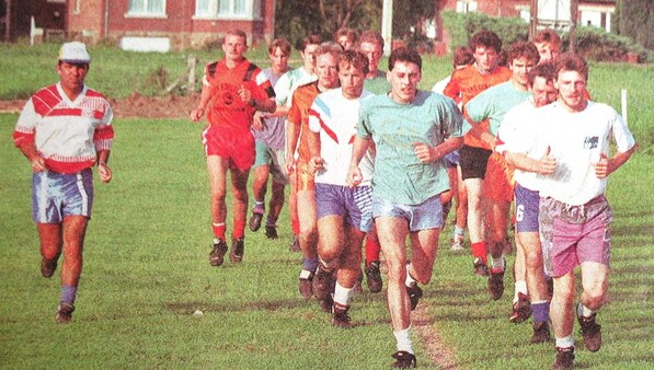 """Anhée - Les """"Orangers"""" prêts pour leur entrée en 1re provinciale en 1993."""