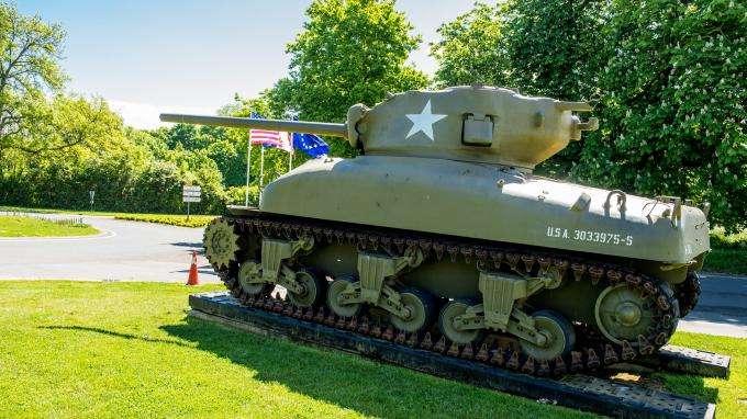 En Normandie, le musée du tank met ses engins de guerre aux enchères