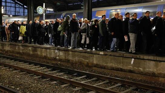 Salaires, emploi, conditions de travail : les syndicats de la SNCF et ceux de la RATP appellent à cesser le travail dès mardi soir et jusqu'à jeudi matin.
