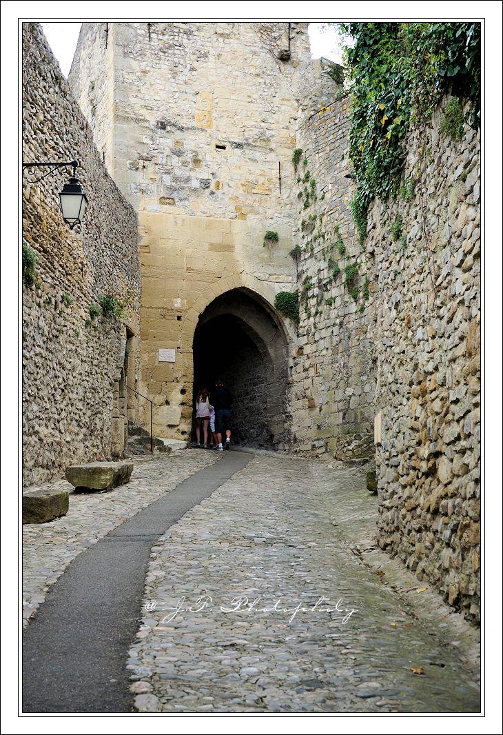Vaizon-La-Romaine, Beffrois , entrée de la ville