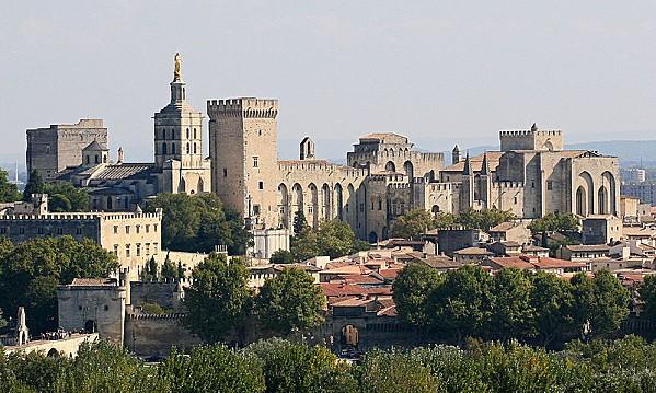 800px-Avignon, Palais des Papes depuis Tour Philippe le Bel
