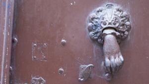 n° 185- un heurtoir de porte