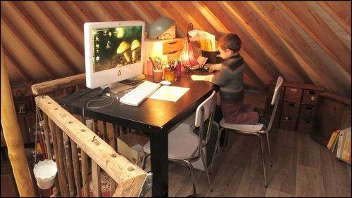 Chez nous, devant un ordinateur, les enfants ils préfèrent dessiner :-)