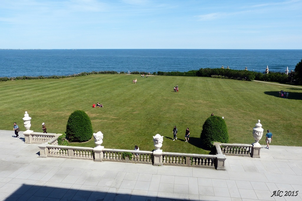 The sea horizon as seen from The Breakers