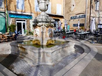 La fontaine des quatre saisons, en haut du cours Gambetta