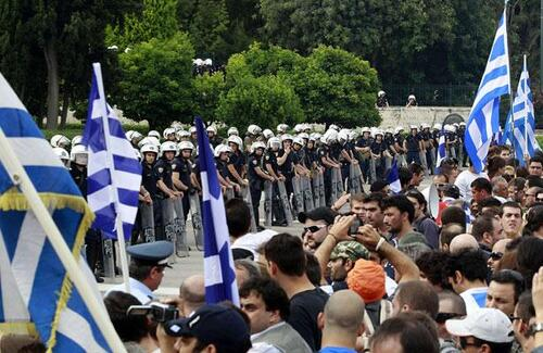 Le parlement grec doit voter sur le plan de l'UE - Manifestations