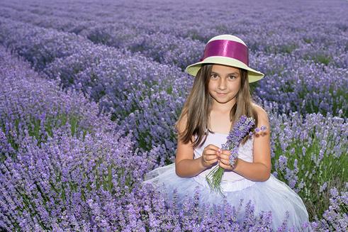 Bilder Kinder Kleine Mädchen niedlich Der Hut Acker Lavendel nett Süß Felder
