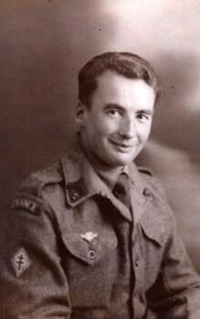 *  Bon anniversaire à Robert LEYNAUD, ancien du 1er Régiment d'Artillerie de la 1ere DFL !