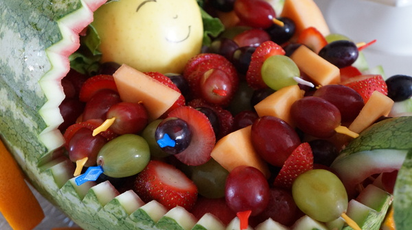 Salade de fruits pour une baby shower.