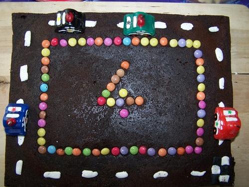Gâteau circuit de voiture.