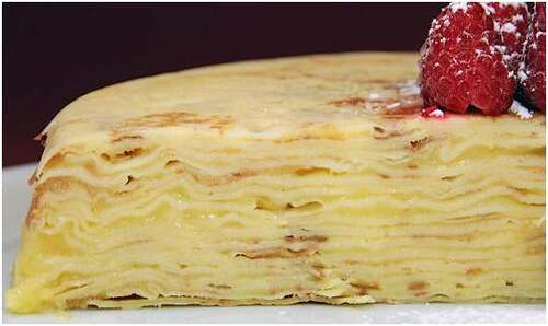 Gâteau de crêpes au citron et son coulis de famboises