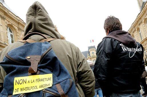 Des employés de Whirlpool devant la mairie d'Amiens, le 4 février. Photo François Nascimbeni. AFP
