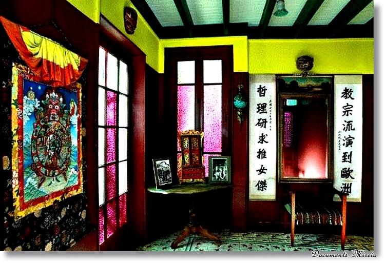 Une pièce à l'intérieur de sa fondation
