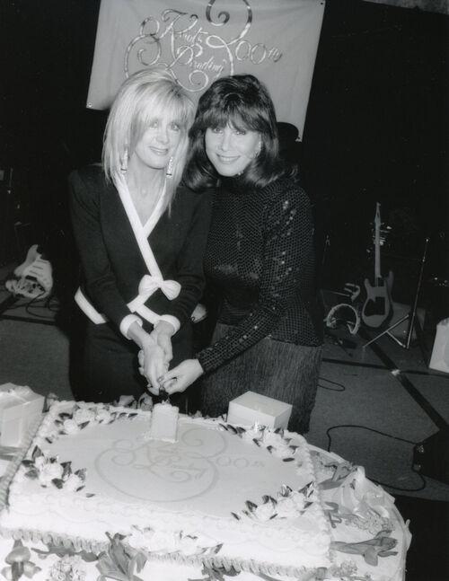 Joan Van Ark et Michele Lee.