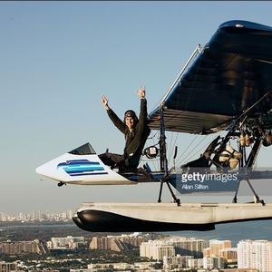 Enrique Vole Un Avion pendant le photoshoot!