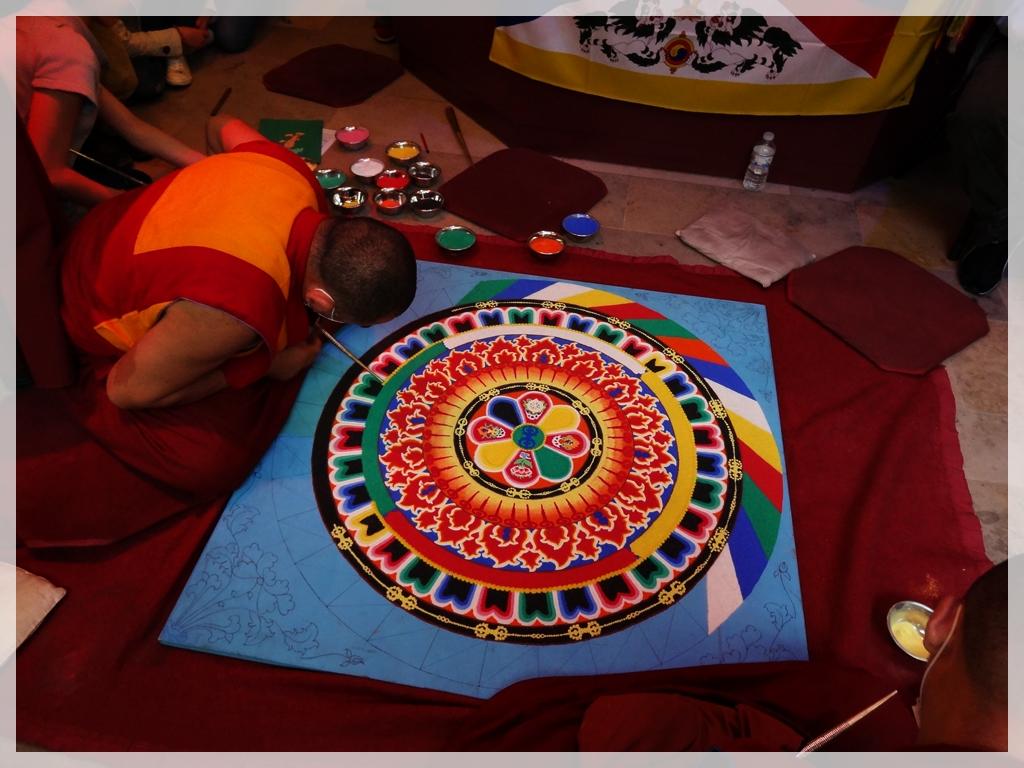 Mandala de sable pour la paix par les moines de Sera, à Bruxelles!