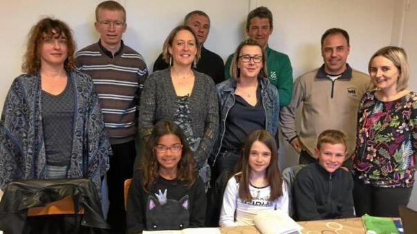 Éloïse, Noriane et Malo, les élèves élus délégués, ont rencontré les membres du bureau de l'Apel, jeudi.