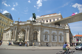 L'ALBERTINA et L'Albrechtsbrunnen (Fontaine Albert), ou Danubiusbrunnen (Fontaine Danube