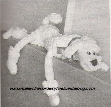 Caniche au tricot
