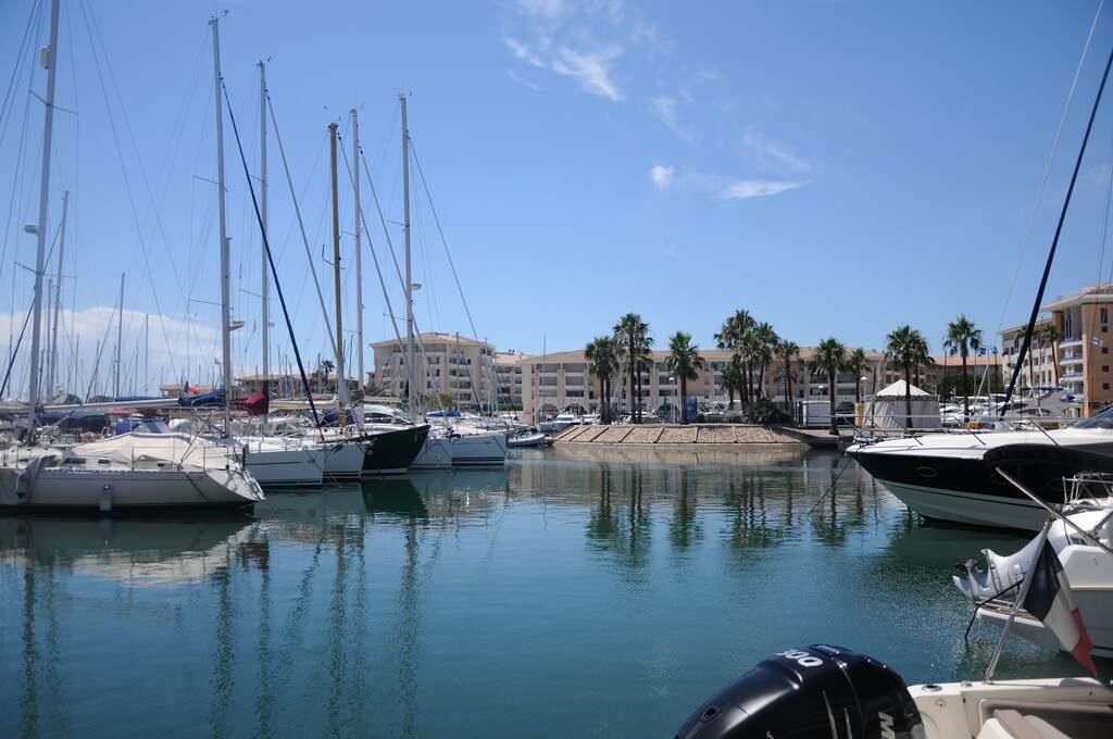 Port Fréjus...(1)...A suivre