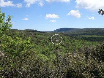 Pendant la descente. Au fond à droite, le Grand Cap. Dans le cercle, la Tête de la Marquise