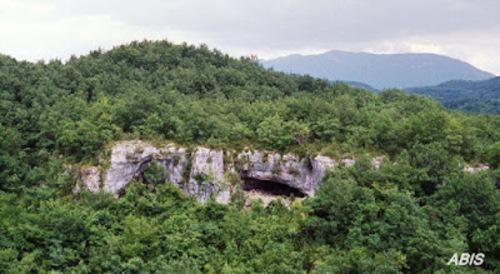 Chazey-Bons...la grotte de l'Abbaye...