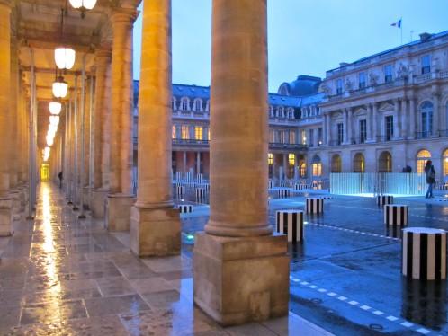 Buren colonnes rénovées dusk Palais Royal 2