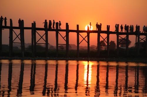 Le pont U Bein à Amarapura, près de Mandalay