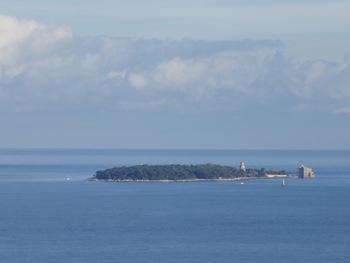 Zoom sur l'île Saint Honorat