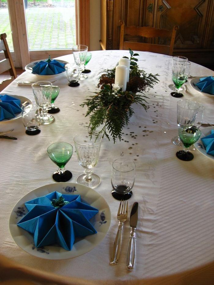 pliage-serviette-Noel-étoiles-serviettes-bleues-papier