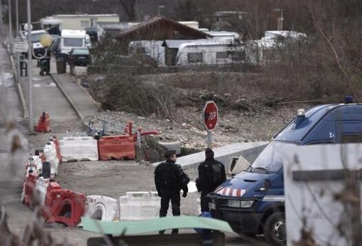 Opération de gendarmerie ce lundi 18 janvier autour d'un camp de gens du voyage à Moirans (Isère), où des violences ont été commises en octobre.
