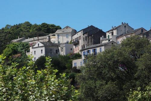 Le petit village de Luri