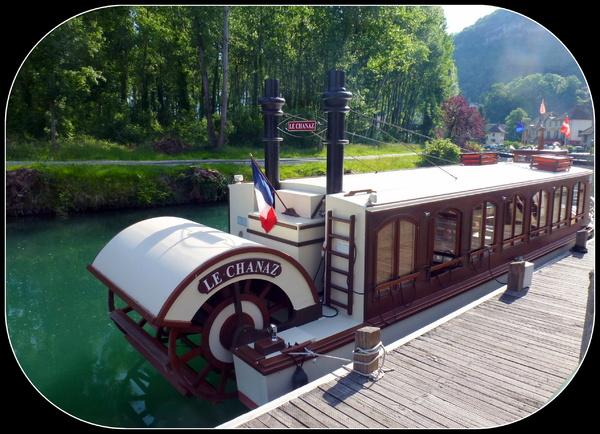 Balade en bateau : Reflets sur le Canal de Savières ..