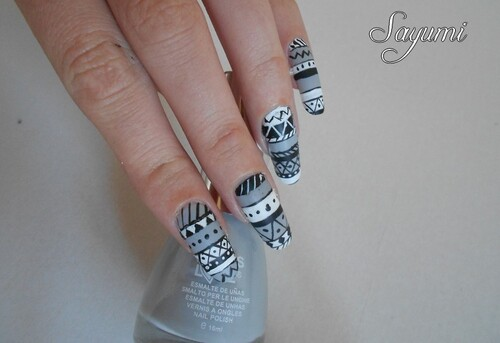 Nail Art Aztèque version Noir et Blanc